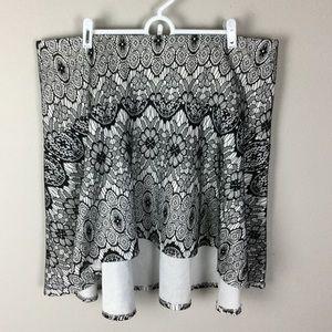 Torrid Bonded Lace Skater Skirt size 2